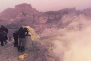 Experience in this 360 video what it's like to work on a volcano